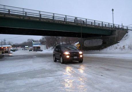 在冰河上开车